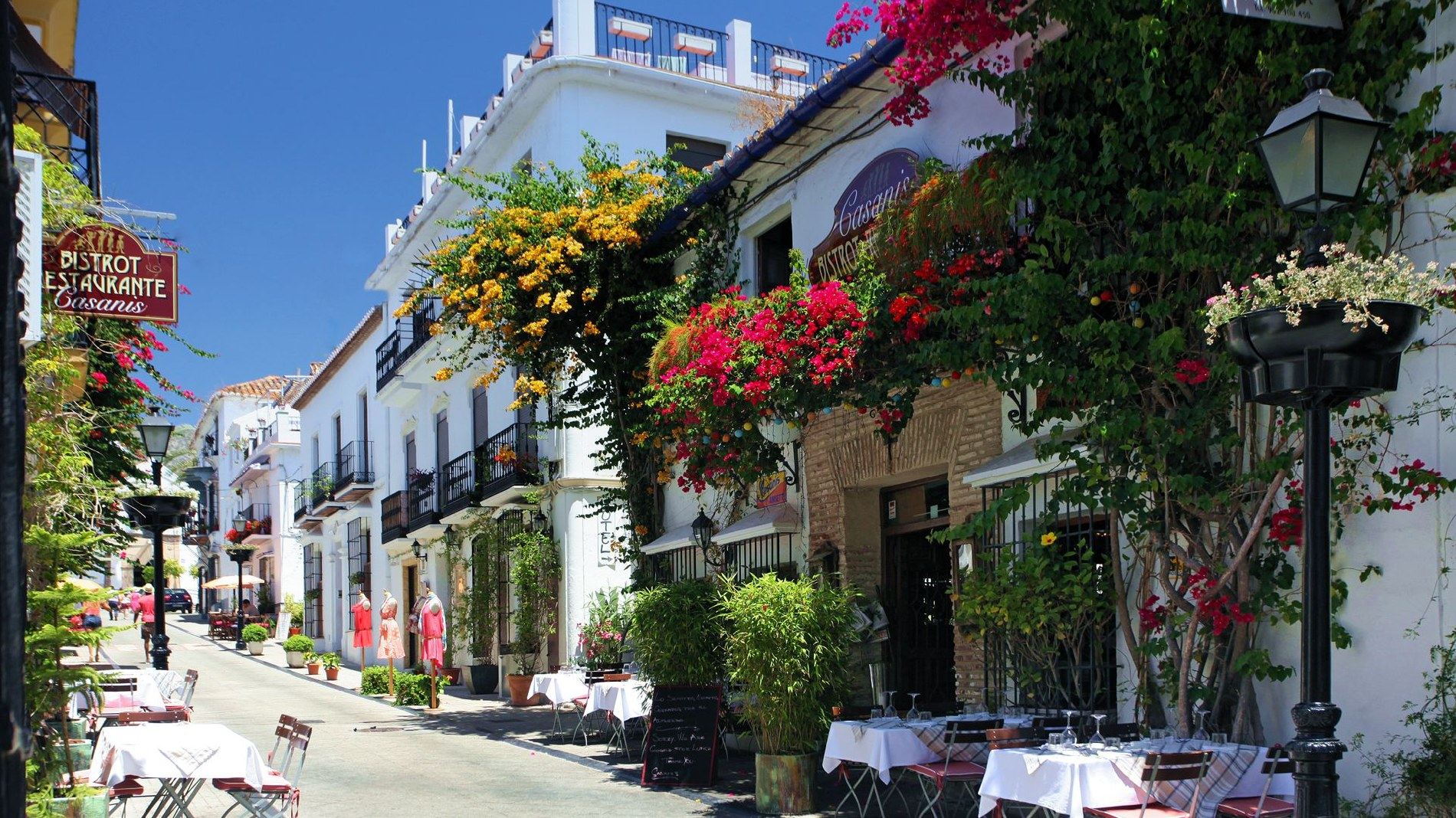 geography traditions arts and culture and economy of costa del sol Spain is located at the iberian península, of which it occupies approximately 80% (the remaining 20% are occupied by portugal), in the southwest of europe.